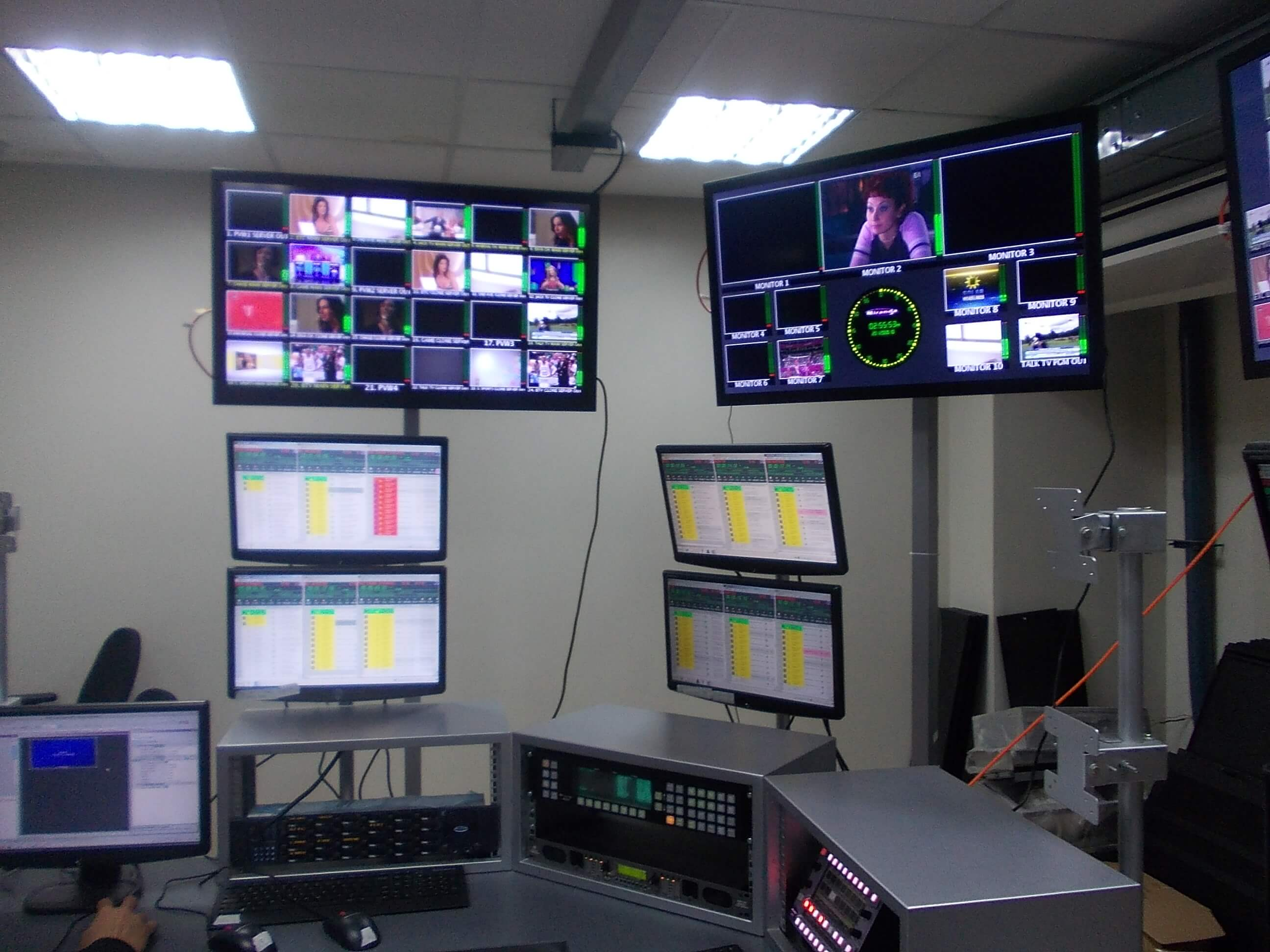 Future master control room pictures to pin on pinterest for Futuristic control room